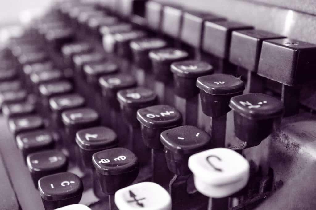typewriter-701755_1920